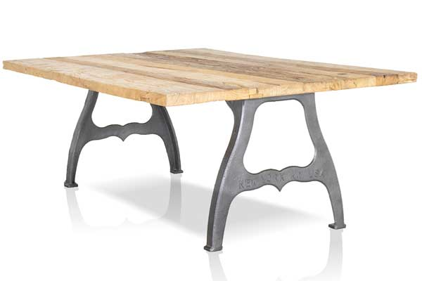 tafel met industriele New-York poten